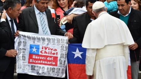 PAPA IN CILE. DI COSA VOGLIONO CHE PARLI. Una inchiesta dell'Università di Valparaíso registra le aspettative dei giovani cileni