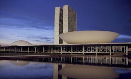 La sede del Parlamento del Brasile, a Brasilia, progettato dall'architetto Oscar Neimeyer