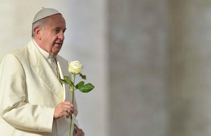 Rosa bianca per la popolare Madonna colombiana di Chiquinquirá