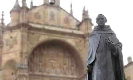 Monumento al domenicano spagnolo Francisco de Vitoria