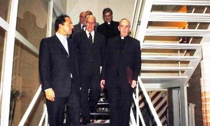 Una rara fotografia di Bergoglio e Methol Ferré (al centro) nel 2007