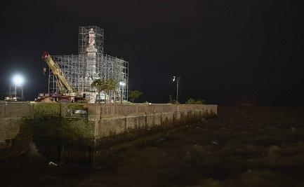 Il monumento nella sua definitiva collocazione che si affaccia sul Rio de la Plata (Telam)