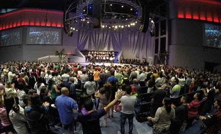 Celebrazione nella chiesa Oasis della Costa Rica