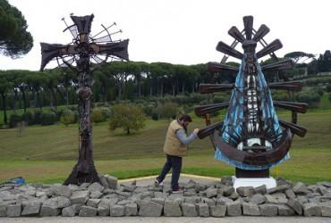LA BELLEZZA DEGLI SCARTI. Sono la materia prima dell'artista Alessandro Marmo, che collaborerà a portare la replica della Cappella Sistina in Argentina