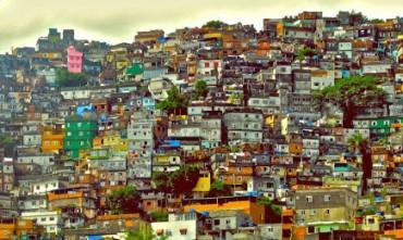 A SCUOLA IN FAVELA TRA GLI SPARI. Eppure a Rio de Janeiro c'è una scuola pubblica in una delle favelas più violente della città che è tra le 15 migliori del Brasile