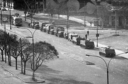 27 giugno 1973. Militari nelle strade di Montevideo