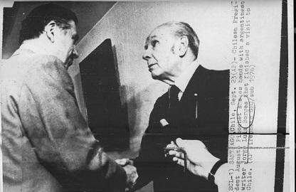 La foto dello scandalo: Borges con Pinochet, in piena dittatura cilena