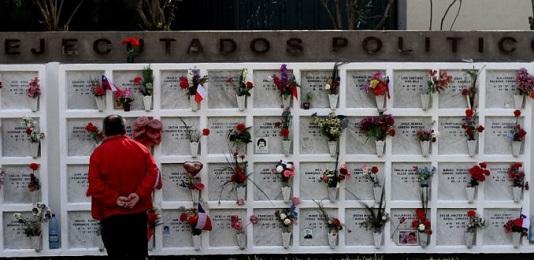 UNA CAREZZA PER LE VITTIME DI PINOCHET. Nella città cilena di Iquique il Papa incontrerà due vittime della dittatura.