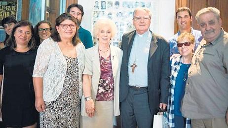 Il presidente della Conferenza episcopale argentina Oscar Vicente Ojea con la presidente delle Nonne di Piazza di Maggio Estela de Carlotto