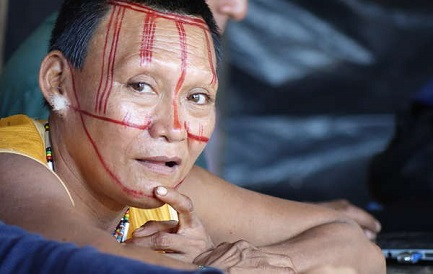 Donna Nukak. Più della metà del suo popolo è morta per le malattie e la violenza (foto Survival)