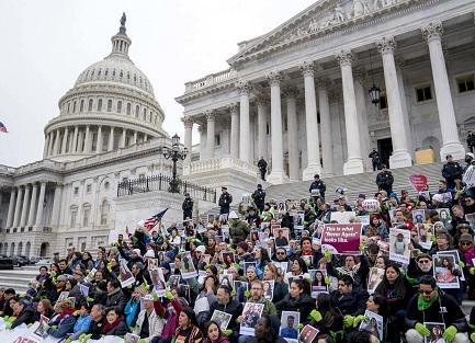 Dreamers chiedono garanzie davanti al Congreso (Foto AP - Andrew Harnik)