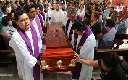 Funerali di Germaín Muñiz, uno dei due sacerdoti assassinati nello stato di Guerrero, Messico (Jesus Guerrero-AFP-Photo)