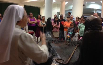 Cripta di Romero a San Salvador, visitata ininterrottamente dopo l'annuncio della canonizzazione