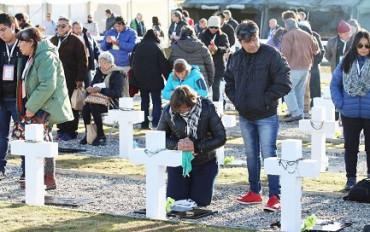 MALVINAS-FALKLAND. CAMMINO A CASA. Potrebbero tornare nel continente i resti dei 90 soldati argentini identificati di recente, ed attualmente sepolti nel cimitero di Darwin