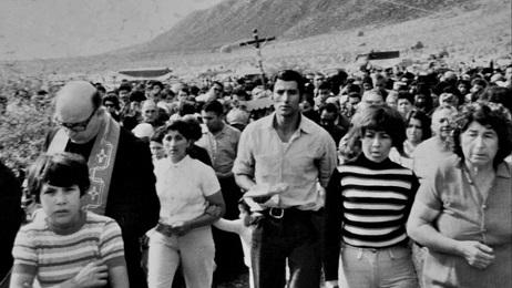 Angelelli guida una processione nella sua provincia, La Rioja, in Argentina