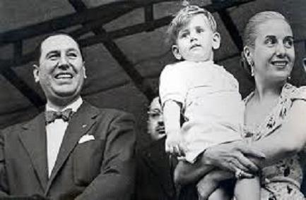 """La fake di Bergoglio """"peronista"""" già nella sua prima infanzia, in braccio a Evita, con a fianco Perón"""