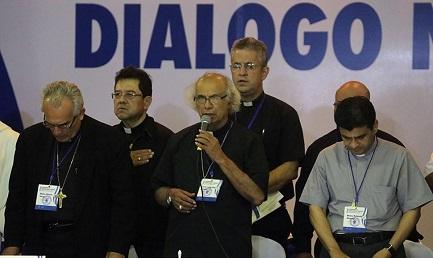 Il cardinale di Managua Leopoldo Brenes mentre denuncia minacce di morte (Foto AFP-END)