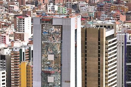 Lavori in corso nel futuro palazzo presidenziale. Si intravvede l'eliporto (Foto Freddy Barragán-Página Siete)