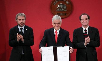 Il presidente Sebastian Piñera dà l'annuncio