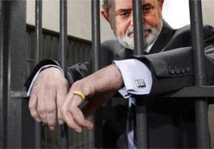 """CHI POTRÁ VERAMENTE RINCHIUDERE LULA? """"Anche se la giustizia lo condannasse per corruzione, l'ago della bilancia si inclina a suo favore nell'immaginazione popolare"""""""