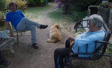 """CINEMA POLITICO. Cosa ci fa il regista serbo Emir Kusturica in Uruguay, nella casa del presidente più povero del mondo José """"Pepe"""" Mujica? Un film. Che uscirà a fine anno"""
