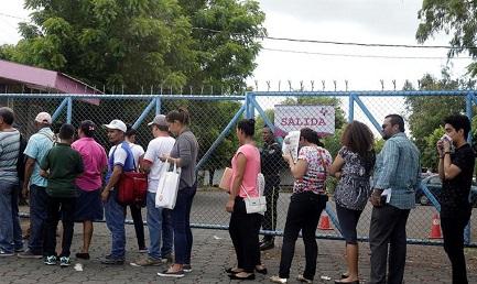ANCHE IN NICARAGUA INIZIA L'ESODO. Si formano lunghe file davanti all'ufficio migrazione di Managua. E la situazione non promette di migliorare