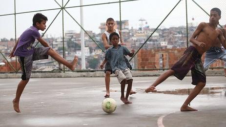 """QUELLI CHE VOGLIONO PORTARE CUBA AD UN MONDIALE. """"Yo hablo fútbol"""" è un programma sportivo molto seguito sull'Isola."""