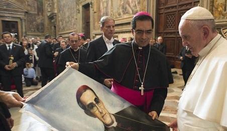 """FORSE IL PAPA SULLA TOMBA DI SAN ROMERO, NEL SALVADOR. """"Gli abbiamo scritto un'altra lettera"""" ha dichiarato l'arcivescovo della capitale """"e sta considerando di venire"""""""