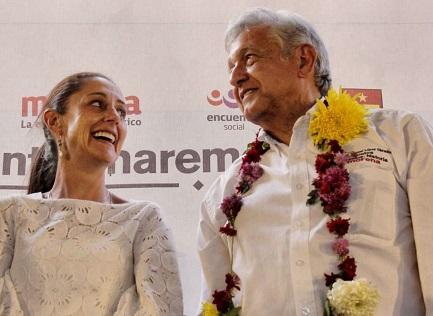 Lopez Obrador, il vincitore, con la nuova sindaco di Città del Messico, Claudia Sheinbaum, del suo stesso partito (Foto Claudiashein)