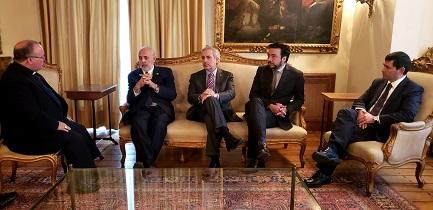 Nella foto, Mons. C. Scicluna insieme al Procuratore nazionale Jorge Abbott e ai Procuratori Raúl Guzmán, Emiliano Arias e Mauricio Richards