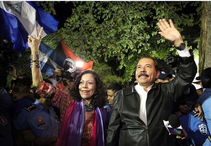Ortega (presidente) con la moglie Murillo (vice-presidente)