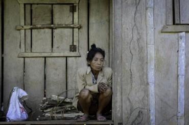 DONNA ROSARIO, MORTA DI TRISTEZZA. Mentre le ruspe delle società minerarie squassano la terra dei suoi avi nella Cordigliera del Cóndor dell'Amazzonia ecuadoriana