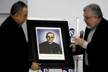 LE RELIQUIE DI ROMERO ARRIVANO A PANAMA. Il già beato e prossimo santo di El Salvador sarà il patrono della Giornata Mondiale della Gioventù di gennaio 2019