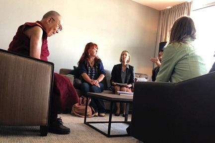 PEDERASTIA BUDDISTA. Il Dalai Lama incontra vittime di abuso di maestri buddisti – riferisce il quotidiano messicano La Jornada – e ammette di saperlo sin dagli anni '90