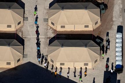 INFANZIA DI FRONTIERA. La dura vita dei bambini da una parte e dall'altra del confine tra Stati Uniti e Messico