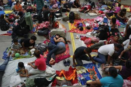 La carovana dei migranti si prende una sosta